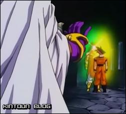Broly se irrita perto de Goku, mas Paragus o detem somente levantando a mão.